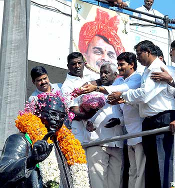 Jagan campaigns for the GHMC elections