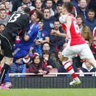 Chelsea's Oscar hospitalised after colliding with Arsenal 'keeper