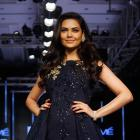 Esha exudes glamour in embroidered black gown