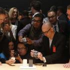Smartphones will rule over handsets market in 2013