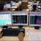 Markets slide further ahead of RBI policy; banks in focus