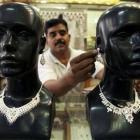 Silver rallies Rs 800/kg on global cues