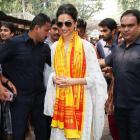 PIX: Deepika visits Mumbai's Siddhivanayak Temple