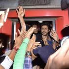 1 dead in stampede after SRK fans mob Vadodara station
