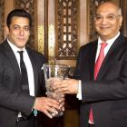 PIX: British award for Salman
