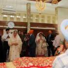 Dr Singh meets Sikhs in Teheran, wife visits gurdwara