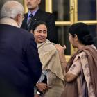 Bitter rivals Modi and Mamata all smiles at Pranab's dinner
