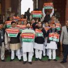 Janata parivar leaders share dais, slam Modi