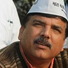 AAP's Sanjay Singh gives farmer Gajendra's kin Rs 10 lakh cheque