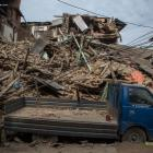 Fresh tremors jolt Nepal as death toll mounts to 2,200