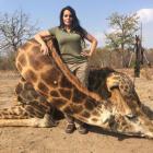 US hunter's dead giraffe photo creates furore