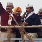 EC censures Kejriwal over bribe remark