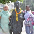 PHOTOS: Common man's tribute to R K Laxman