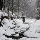 Valley of snow: Kashmir witnesses heavy snowfall, roads blocked