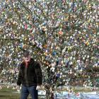 Easter Bunny cometh: German couple decorates tree with 10,000 eggs!