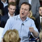 'Phir ek baar Cameron sarkar': UK PM woos Indian-origin voters