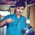 This blue-eyed Pakistani chaiwalla is giving us major feels!