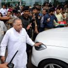 Mulayam calls crucial meet to prevent split in SP