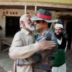 Munnabhai's jadoo ki jhappi key to 'calm down' Kashmir