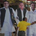 SP-Congress alliance sealed, Akhilesh concedes 105 seats