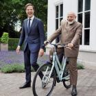 Dutch PM Rutte gifts bicycle to Modi