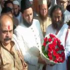 Babri dispute: Sri Sri meets Muslim leaders, says dialogue will resolve issue