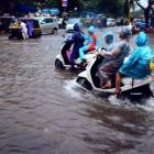 Heavy rains lash Mumbai; schools, colleges to be shut today