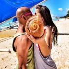 Meet the #KissIt couple... Travelling 40 countries in 1 year