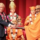 UK PM visits Hindu temple, vows to partner with Modi