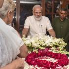 PHOTOS: Modi, Pranab, Sonia pay tribute to Sheila