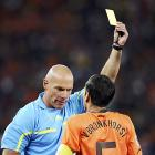 Referee Webb defends performance at WC final