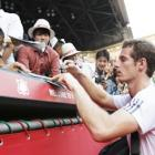 Racquets smashed as Murray wins in Tokyo