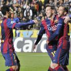 Record-breaker Messi tricks in Barca win; Chelsea thump Schalke