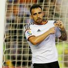 Barcelona sign Alcacer from Valencia