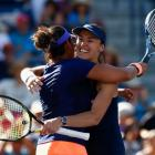 Hingis back in Fed Cup after half a lifetime away