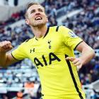 Tottenham's overnight sensation Kane announces arrival with award