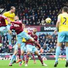 EPL PHOTOS: Murray scores twice and then sent off...