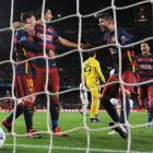 Champions League PIX: Barca drub Roma; Arsenal's hopes alive