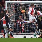 EPL PIX: Welbeck scores late Arsenal winner; Liverpool crush Villa