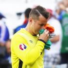 Ireland keeper Given hangs gloves on international career