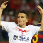 Gameiro joins Atletico from Sevilla on four-year deal