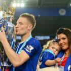 Vardy rejects Arsenal; signs new contract with Leicester