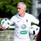 Did Cantona call France football coach Deschamps a racist?