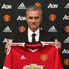 It's official! Manchester United appoint Mourinho as manager