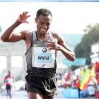 Bekele hampered by shoes in London defeat