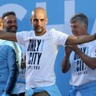Man City coach Guardiola extends contract to 2021