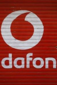 Mobile war hots up: Vodafone offers free 10-min talk time for dropped calls
