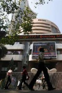 Sensex succumbs to late sell-off; auto, IT slip