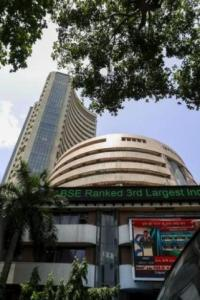 Sensex sheds 95 points; banking, PSU stocks slip