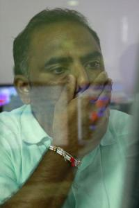 Sensex sinks 510 points on growing political, trade worries
